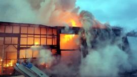 Właściciele spalonego tartaku proszą o pomoc.